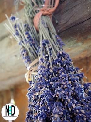 Hang lavender upside down by rubber band to air dry