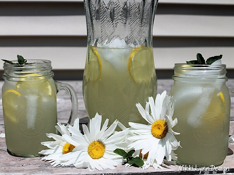 Homemade Fresh Squeezed Lemonade Using a Simple Sugar Syrup