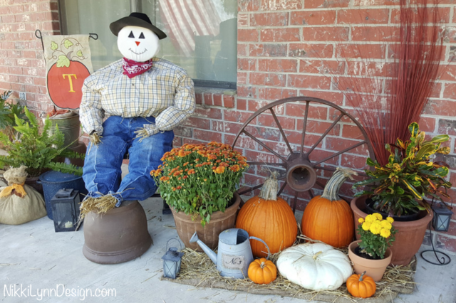Scarecrow outdoor - fall decorating ideas